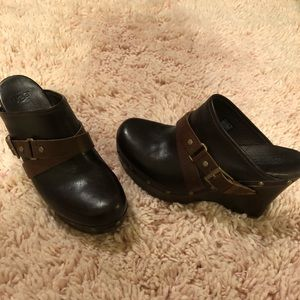 Ugg size 9 new clogs mules